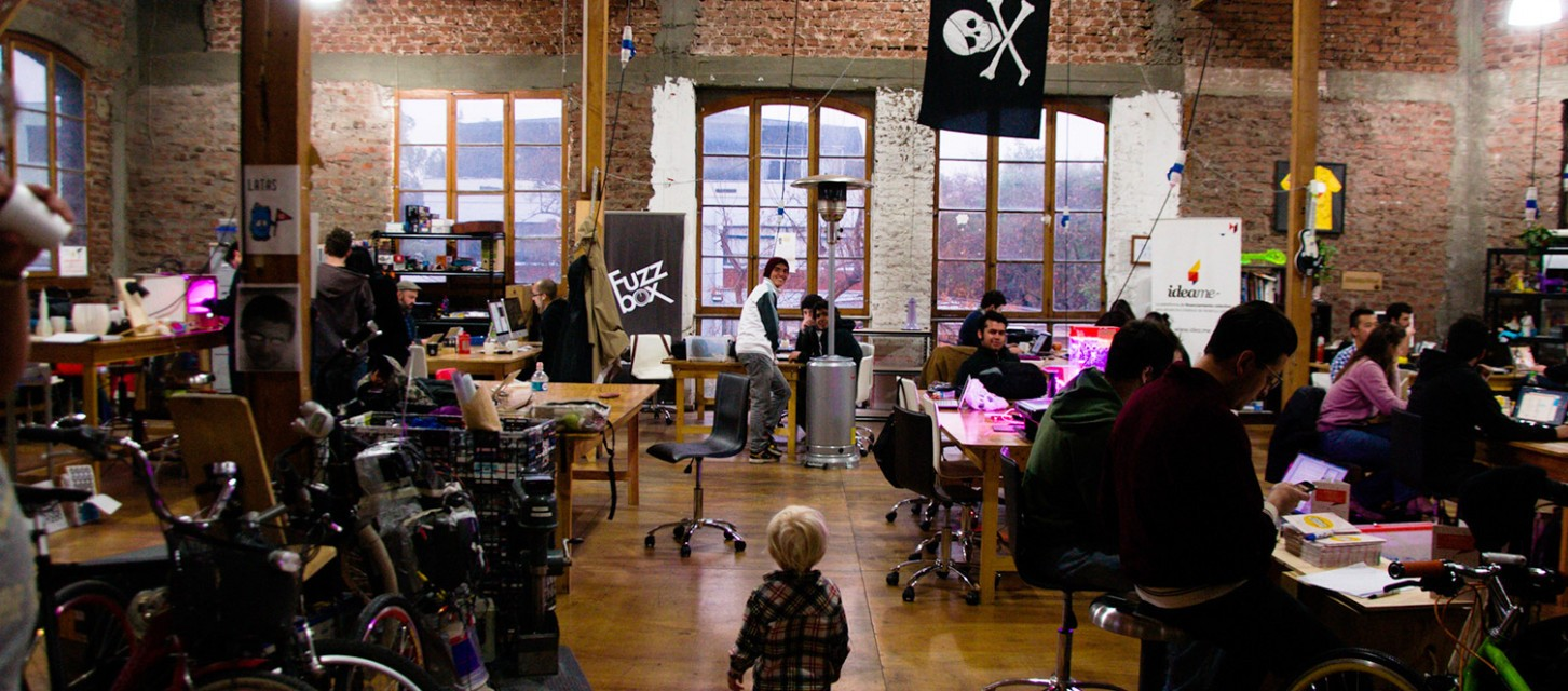 ​How Do Hackerspaces Benefit Their Communities?